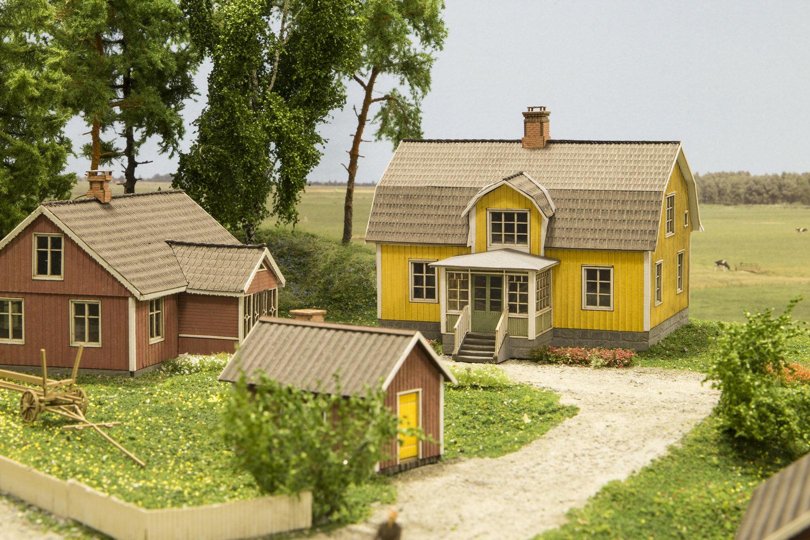haus mit mansarddach gelb, schweden - lasercut-welten / joswood gmbh