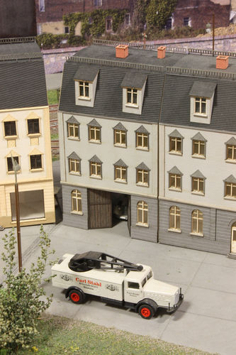townhouse with thoroughfare